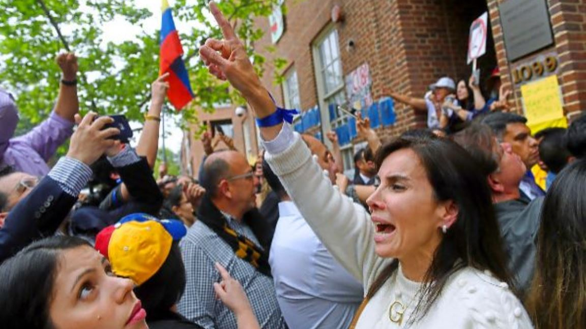,amifestantes embajada Venezuela en Washington