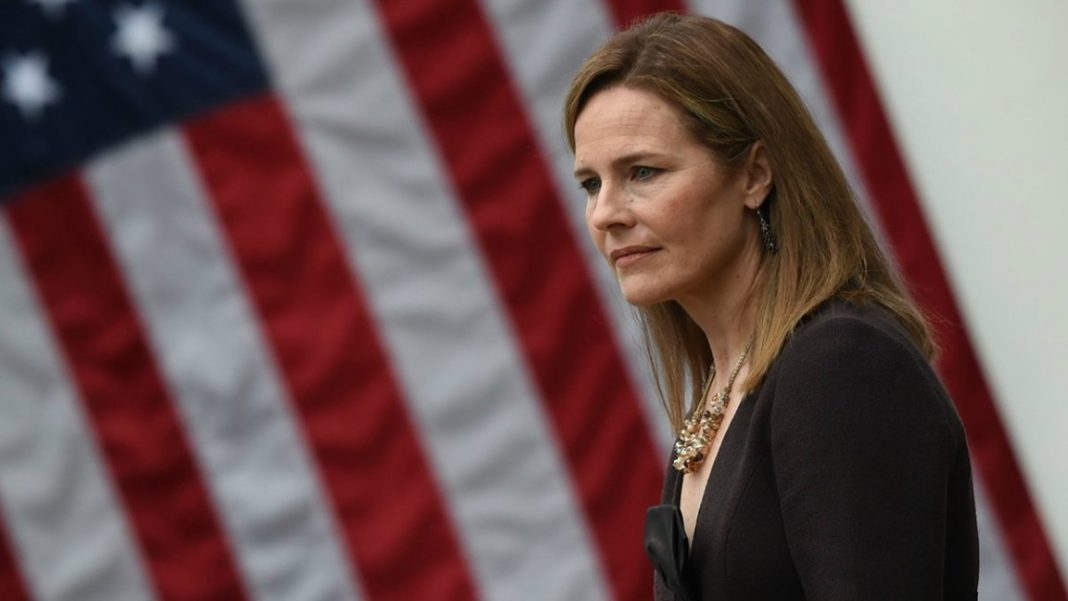 La jueza Amy Coney Barrett se define como